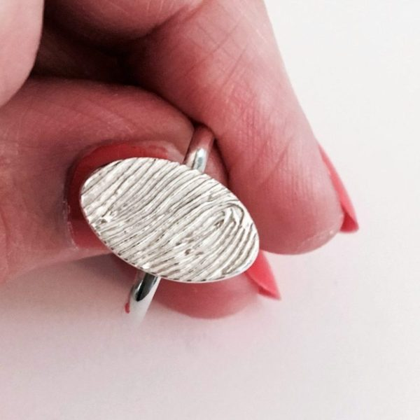 Oval personalisel fingerprint ring